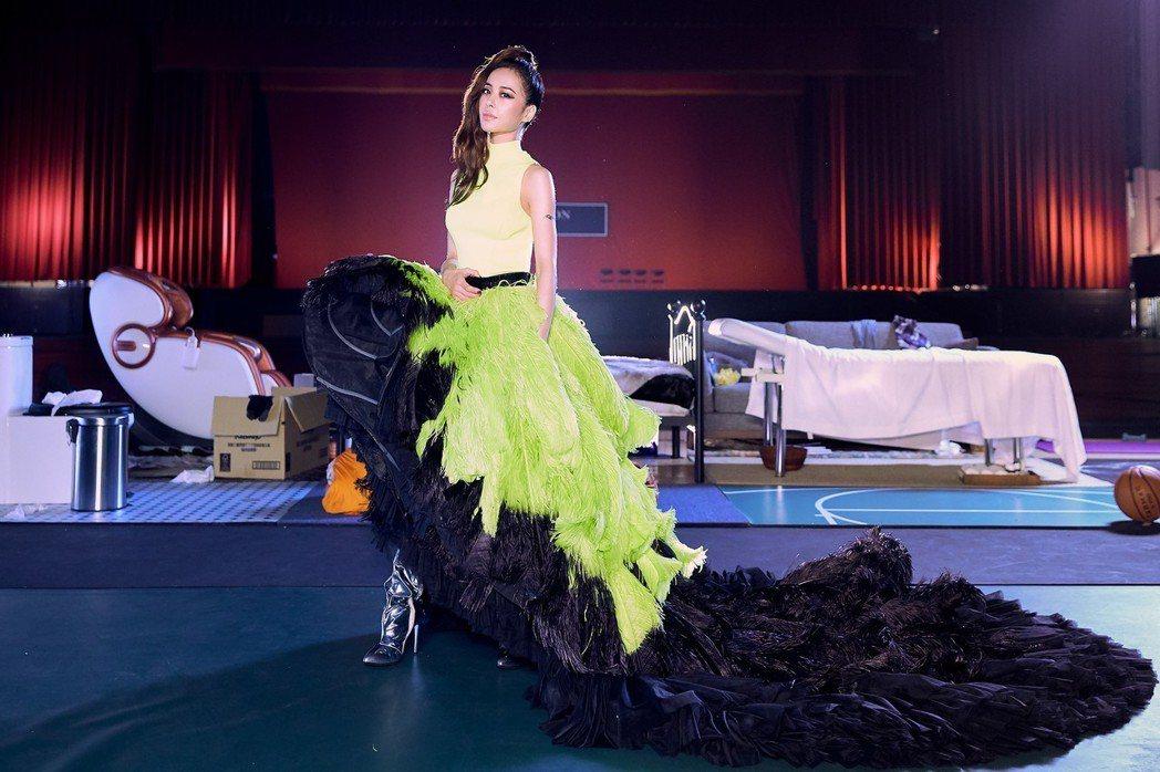 蔡依林為新歌「消極掰」換上華服。圖/索尼音樂提供