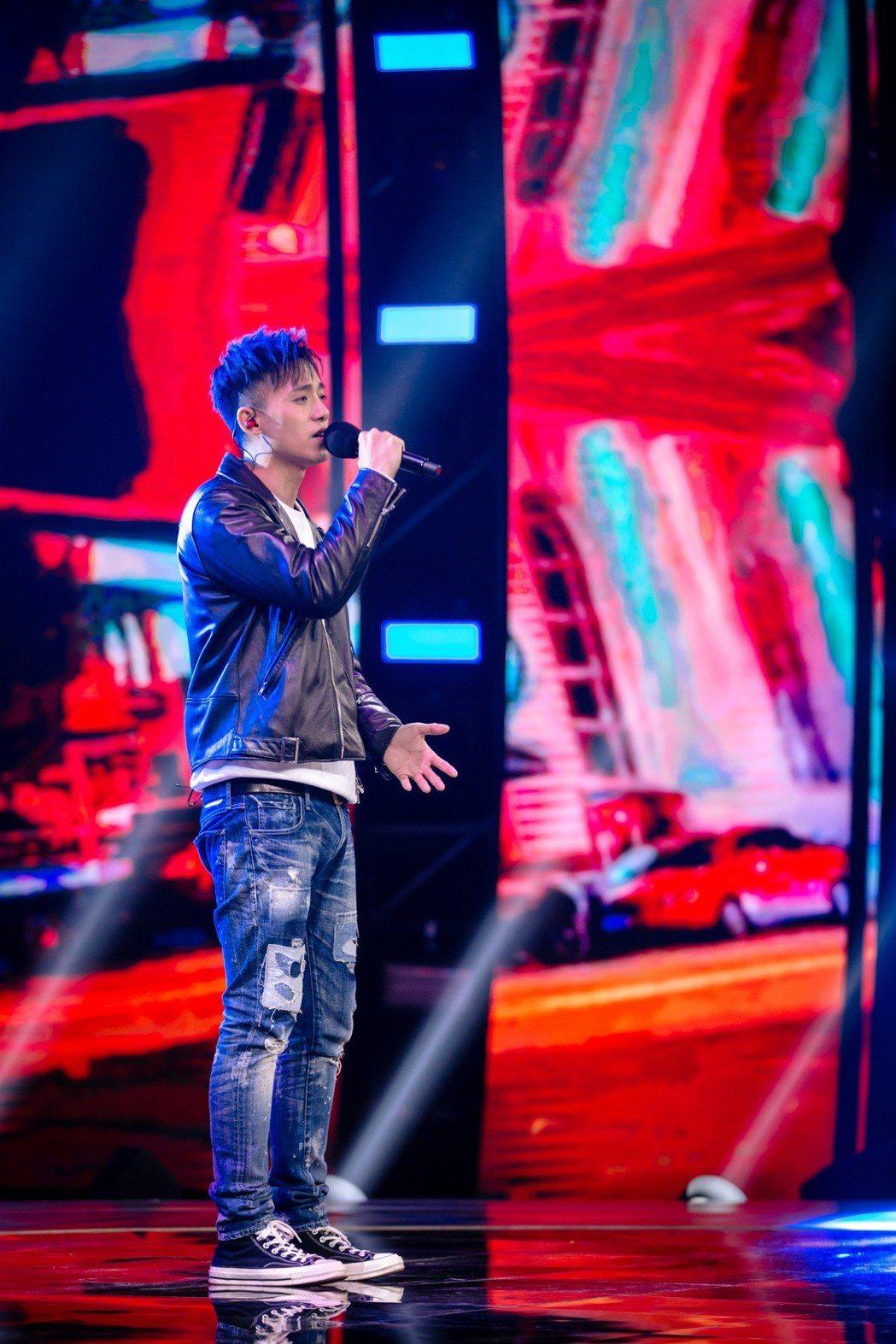 李唯楓受邀錄製音樂節目「聲音的抉擇」。圖/北京衛視提供