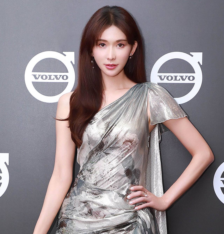 林志玲出席汽車品牌活動,配戴了TASAKI的系列珠寶,讓網友直呼「又美又仙」。圖...