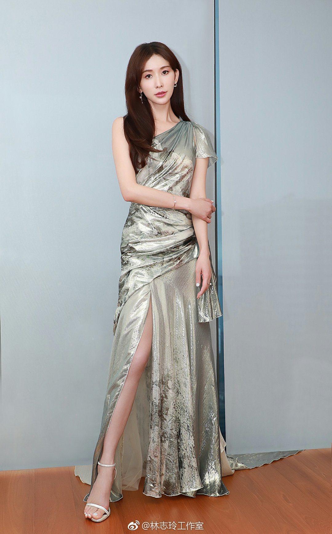 林志玲出席汽車品牌活動,銀色禮服搭配TASAKI系列珠寶造型,讓網友直呼「又美又...