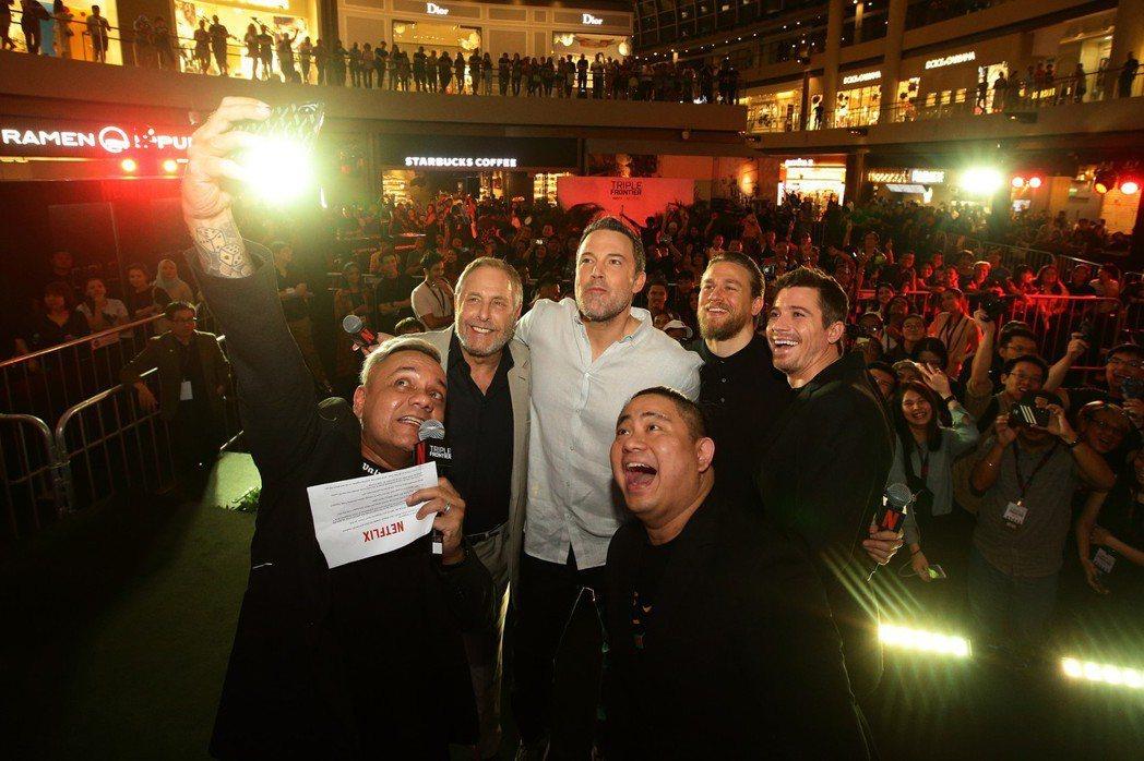 班艾佛列克、查理漢納及蓋瑞特荷德倫出席新加坡「三重邊界」首映會。圖/甲上提供