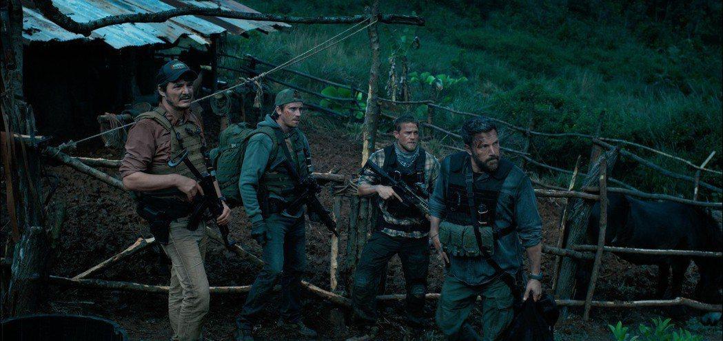 班艾佛列克(右1)新片「三重邊界」即將上檔。圖/甲上提供