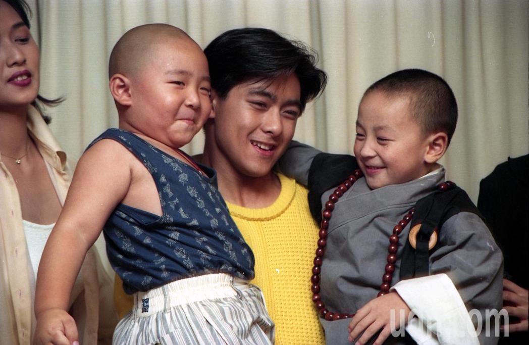 25年前林志穎左擁右抱郝劭文跟釋小龍,兩人都30歲上下了。圖/聯合報系資料照