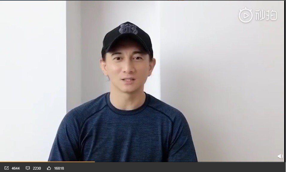 吳奇隆今年拍的賀歲視頻露出正面臉蛋,看不出接近50歲。圖/翻攝自吳奇隆微博