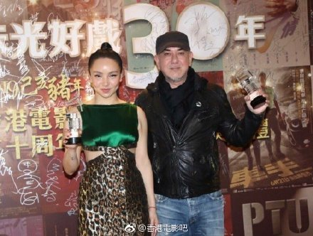黃秋生(右)和曾美慧孜分別獲得香港電影導演會男女主角。圖/摘自微博(  ※ 提醒...