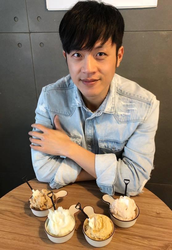 「焦糖哥哥」陳嘉行再度對韓國瑜開砲。圖/摘自臉書