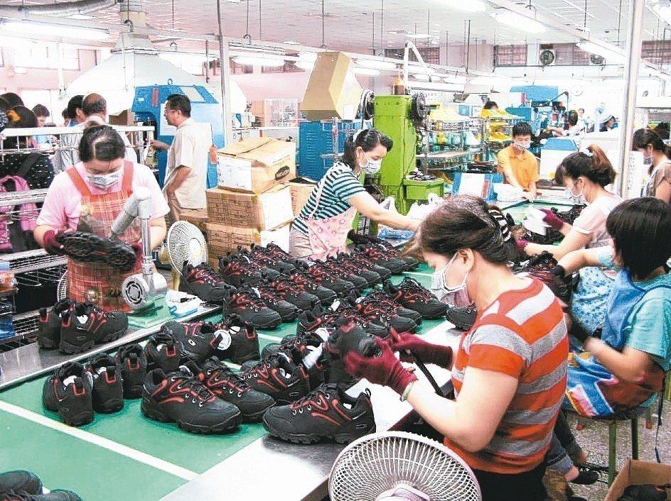 製鞋雙雄2月營收出爐,全球製鞋龍頭寶成(9904),自結2月合併營收208.22...