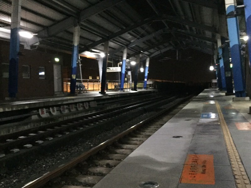 空無一人的台鐵長榮大學站。圖擷自Dcard