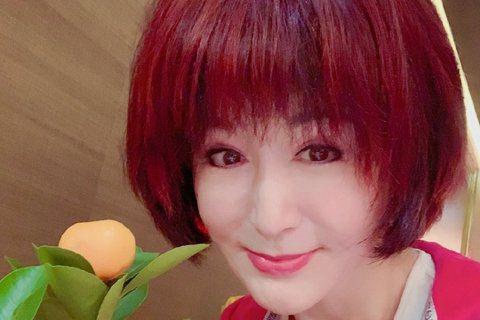 「不老女神」潘迎紫80、90年代在台灣拍過多部膾炙人口的電視劇,後來淡出演藝圈,不過近年來復出拍戲,最近她自曝當年在中視拍戲時一個鮮為人知的秘密。潘迎紫透露當年她在中視拍戲時,「公司曾請來專家為我塑...