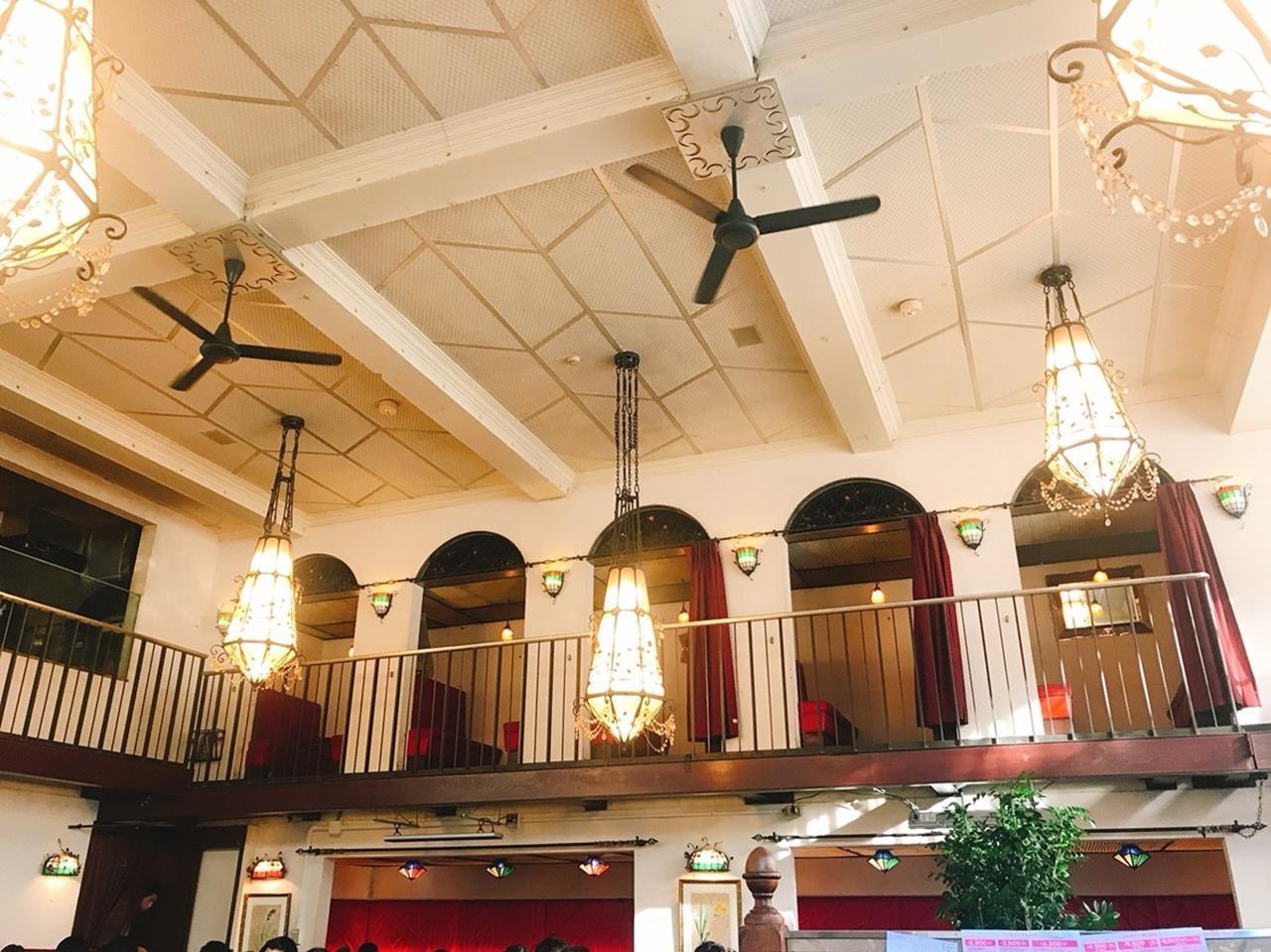 Café La Boheme 挑高、寬闊的開放式空間讓整間店更加有氛圍