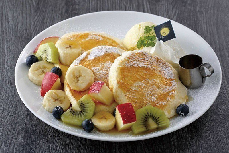 フルーツパンケーキ(水果總匯鬆餅)¥1250/鬆軟美味鬆餅佐繽紛水果好吃又好拍。