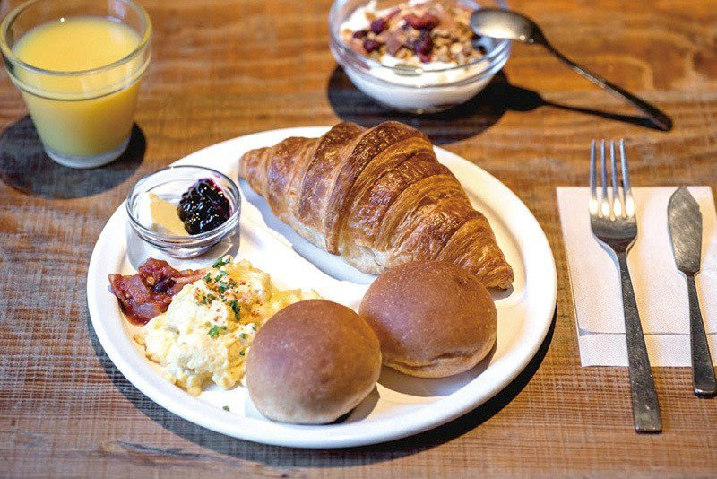 モーニング(早餐套餐)¥750 /平日限定的早餐,小麵包搭配貝果、丹麥麵包、法式...
