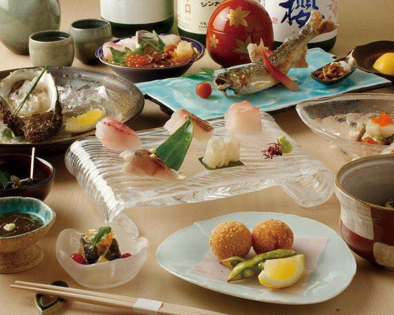 藍コース(藍套餐)¥6000 /一人限定的特色套餐,附有前菜、生魚片、烤物、魚料...