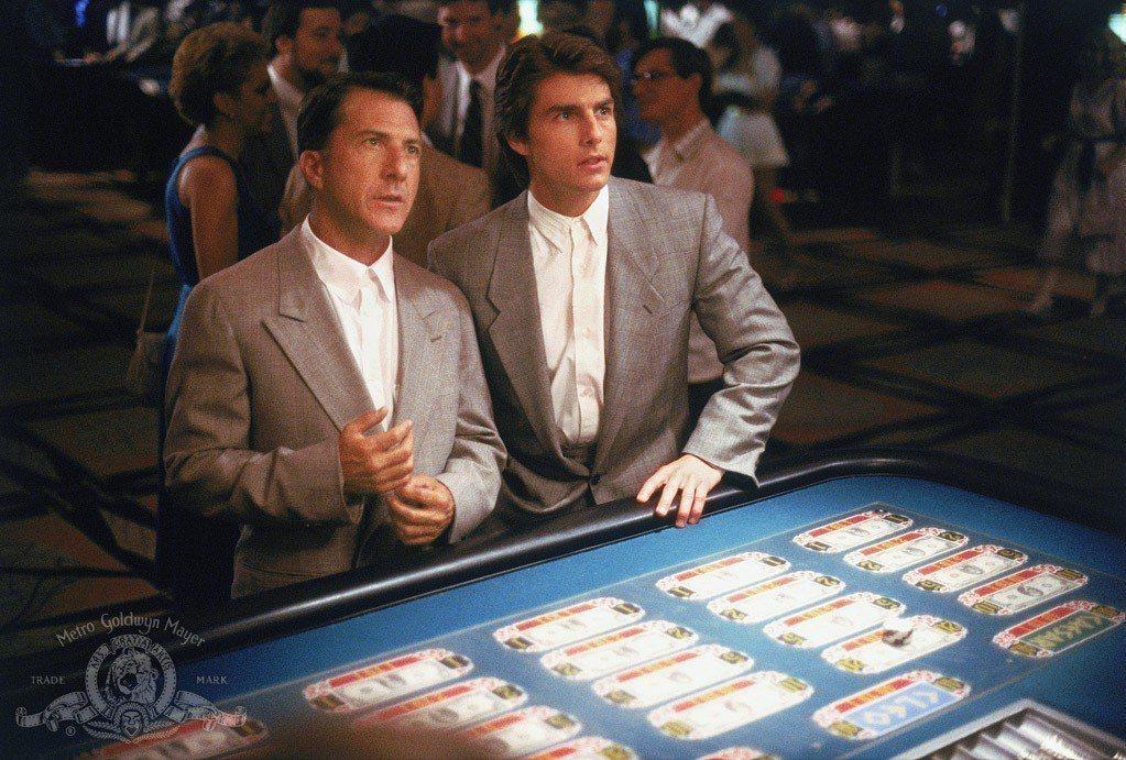 達斯汀霍夫曼(左)與湯姆克魯斯在「雨人」首度合作確有不錯的火花。圖/摘自imdb