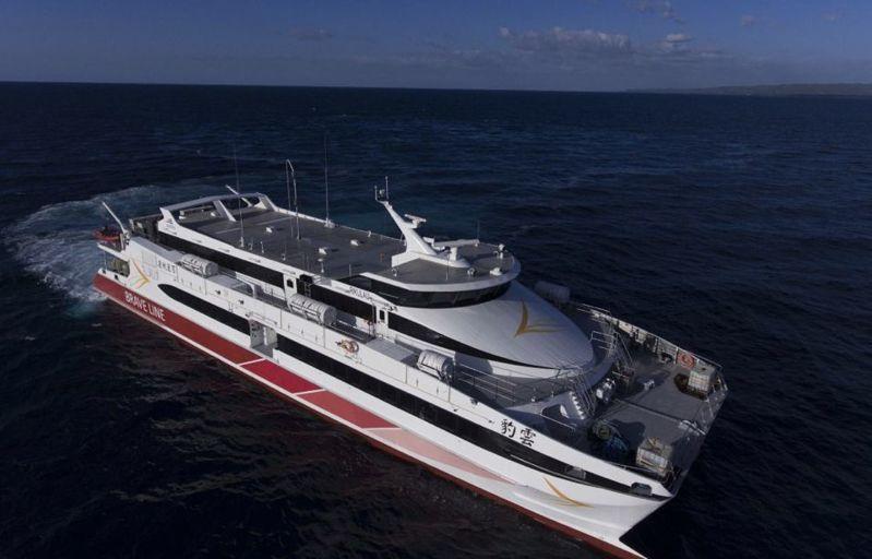 百麗航運公司從澳洲船廠「Austal」訂購2艘業界最新高速客輪,每艘載客數多達552人,分別命名代表台灣國寶「雲豹RIKULAU」及「藍鵲BLUE MAGPIE」,雲豹輪定23日上午首航試營運布袋至馬公航線。記者魯永明/翻攝