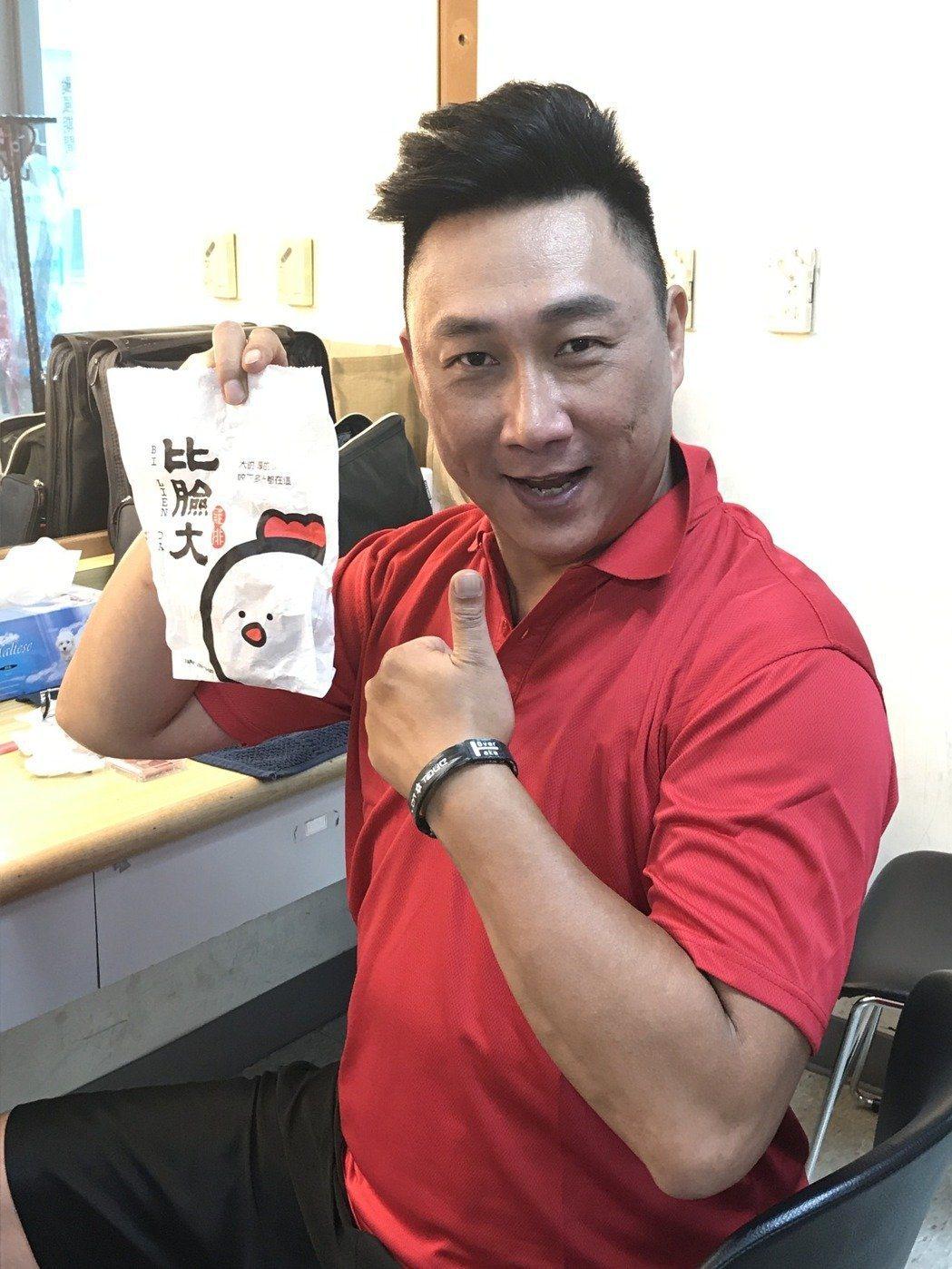 薛志正曾以雞排比臉還大創業雞排店,最後不敵合夥人出狀況而收場。本報資料照