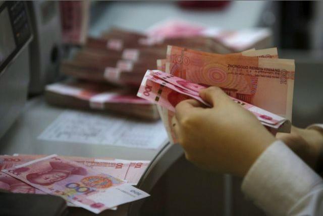 人民幣兌美元走升,在岸價(CNY)一度升穿6.71,高見6.7089,現時升逾百...