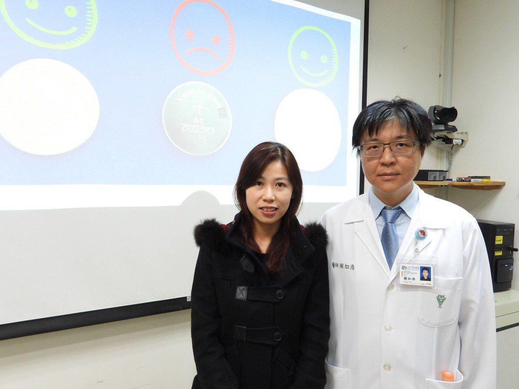 女童家長到奇美醫院感謝急診兒科主任謝如浩。記者周宗禎/攝影
