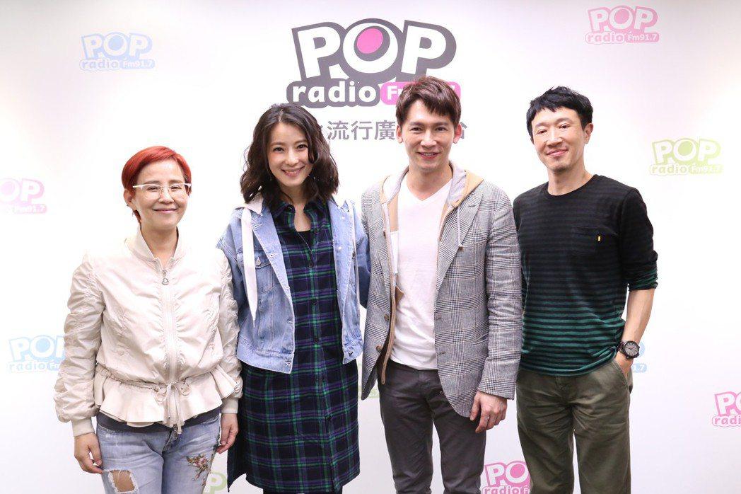 舞台劇「瘋狂偶像劇」五度加演,由溫昇豪(右二)、賴雅妍(右三)主演。圖/pop