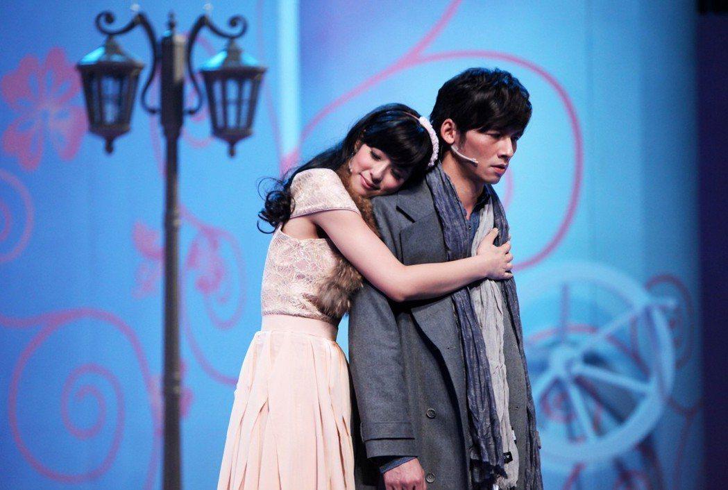 溫昇豪在「瘋狂偶像劇」飾演一位偶像劇製作人劉志豪,要讓賴雅妍飾演的安琪擺脫女二命...