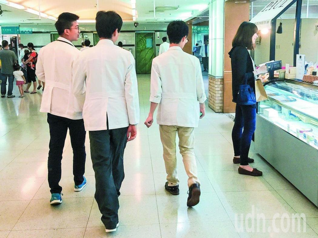 住院醫師今年9月起將納勞基法保障。本報資料照片