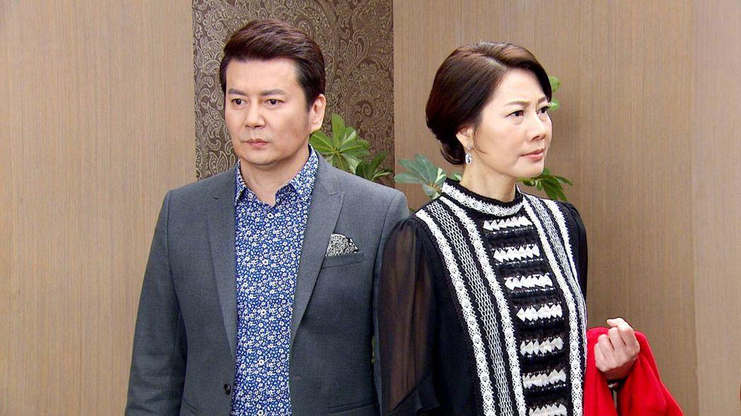 皇帝小生倪齊民(左)重返三立和丁寧演出八點檔「炮仔聲」。圖/三立提供