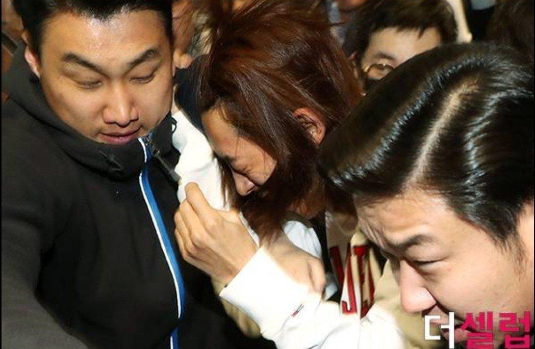 鄭俊英面露痛苦。圖/摘自Naver