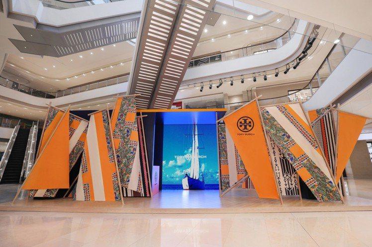 Tory Burch此次為了歡慶春夏系列上市,特別在上海嘉里中心北中庭搭建一個互...