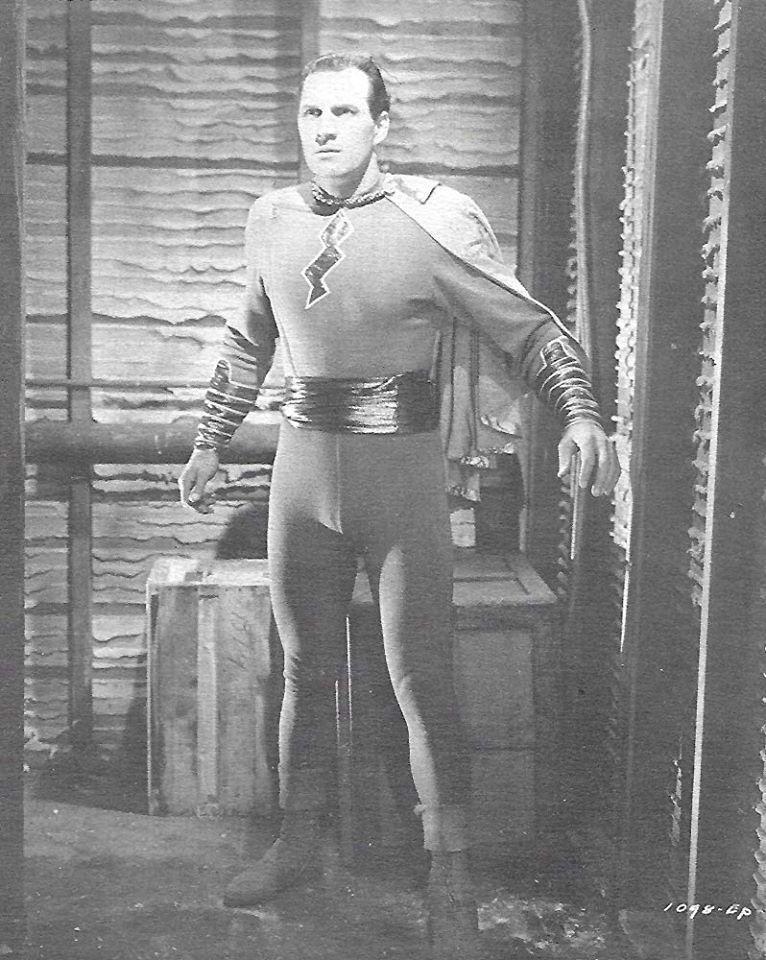 由湯姆泰勒主演的最古早「驚奇隊長」電影片集,曾在台灣、上海、香港等地上映,中文片...