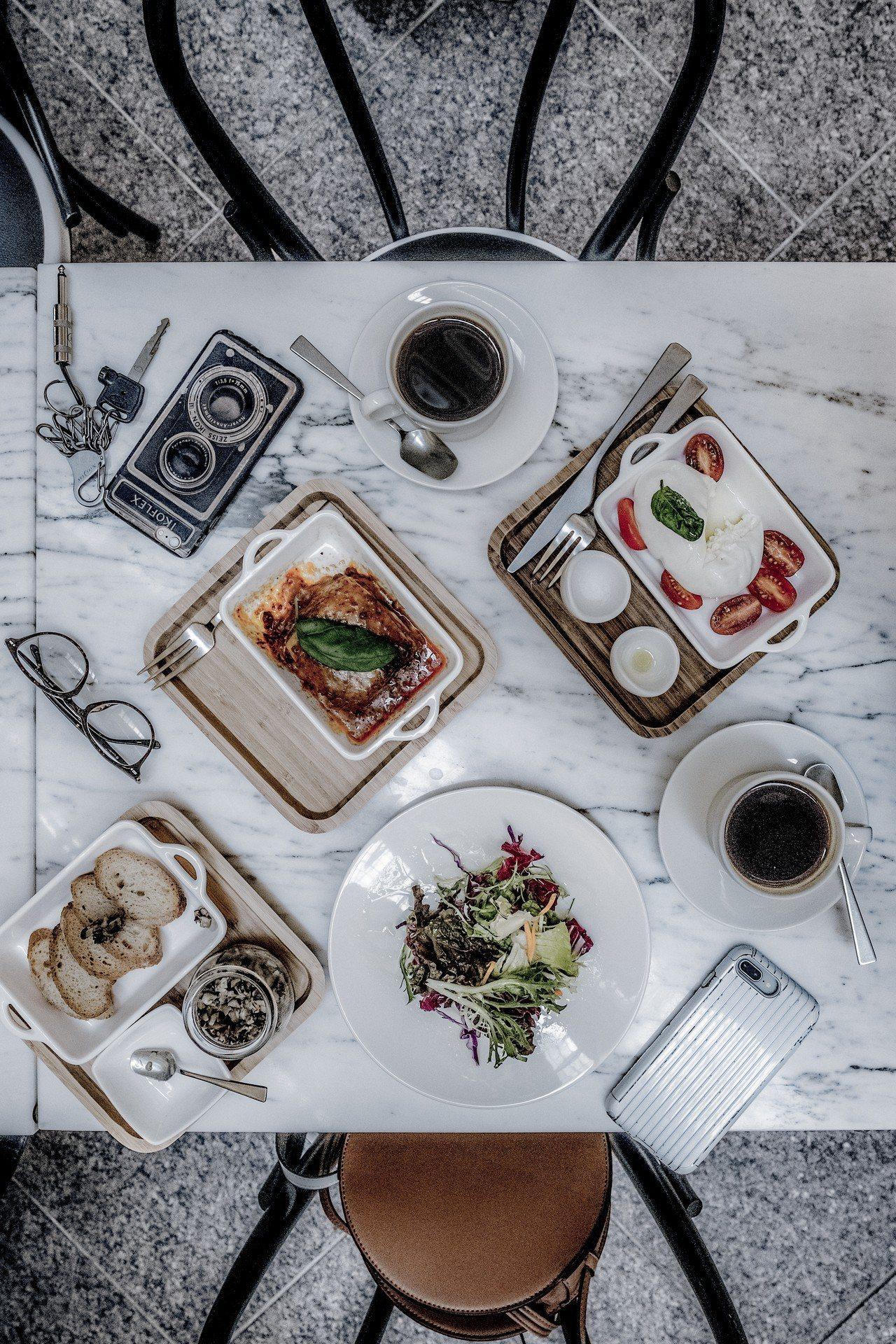 IL MERCATO義瑪卡多的私房牛肉千層麵、經典義大利國旗沙拉、烤麵包與私房抹...