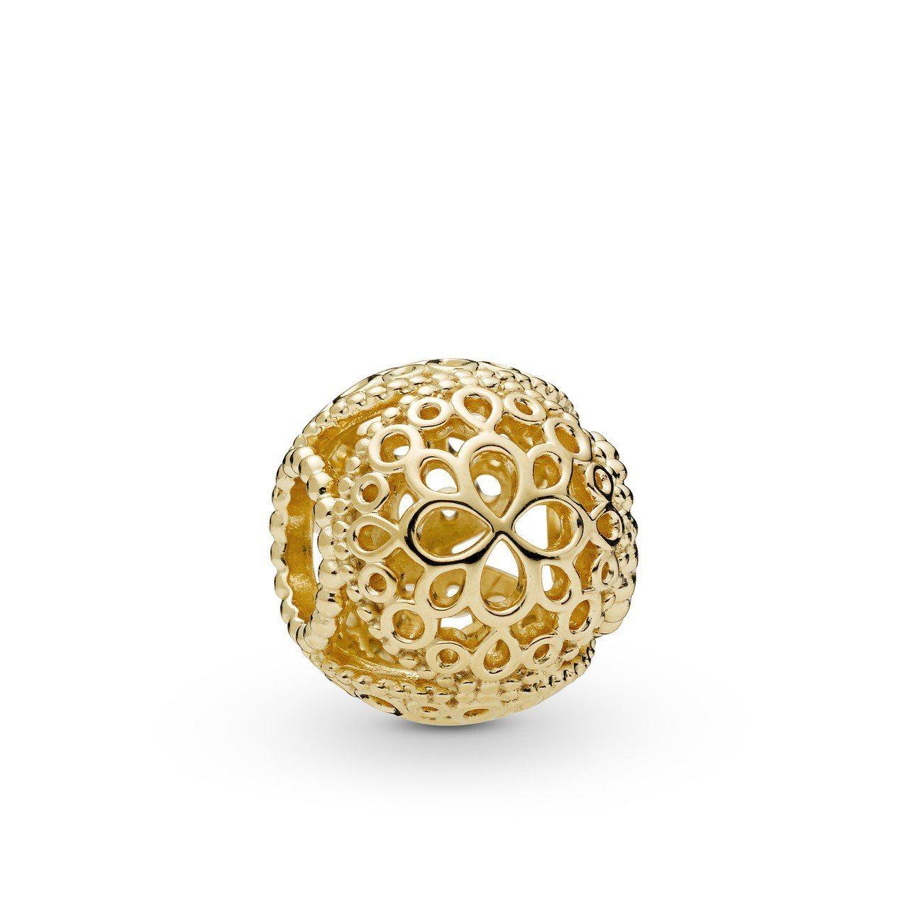 Pandora Shine 鏤空花兒鍍18K金串飾1,880元。圖/PANDOR...