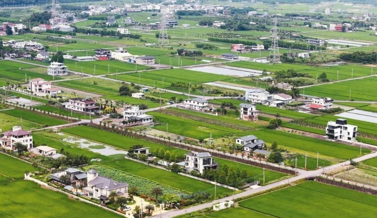 農委會將修改農舍興建辦法,在公告新申請辦法之前,宜蘭恐將出現一波農舍「搶建潮」。...