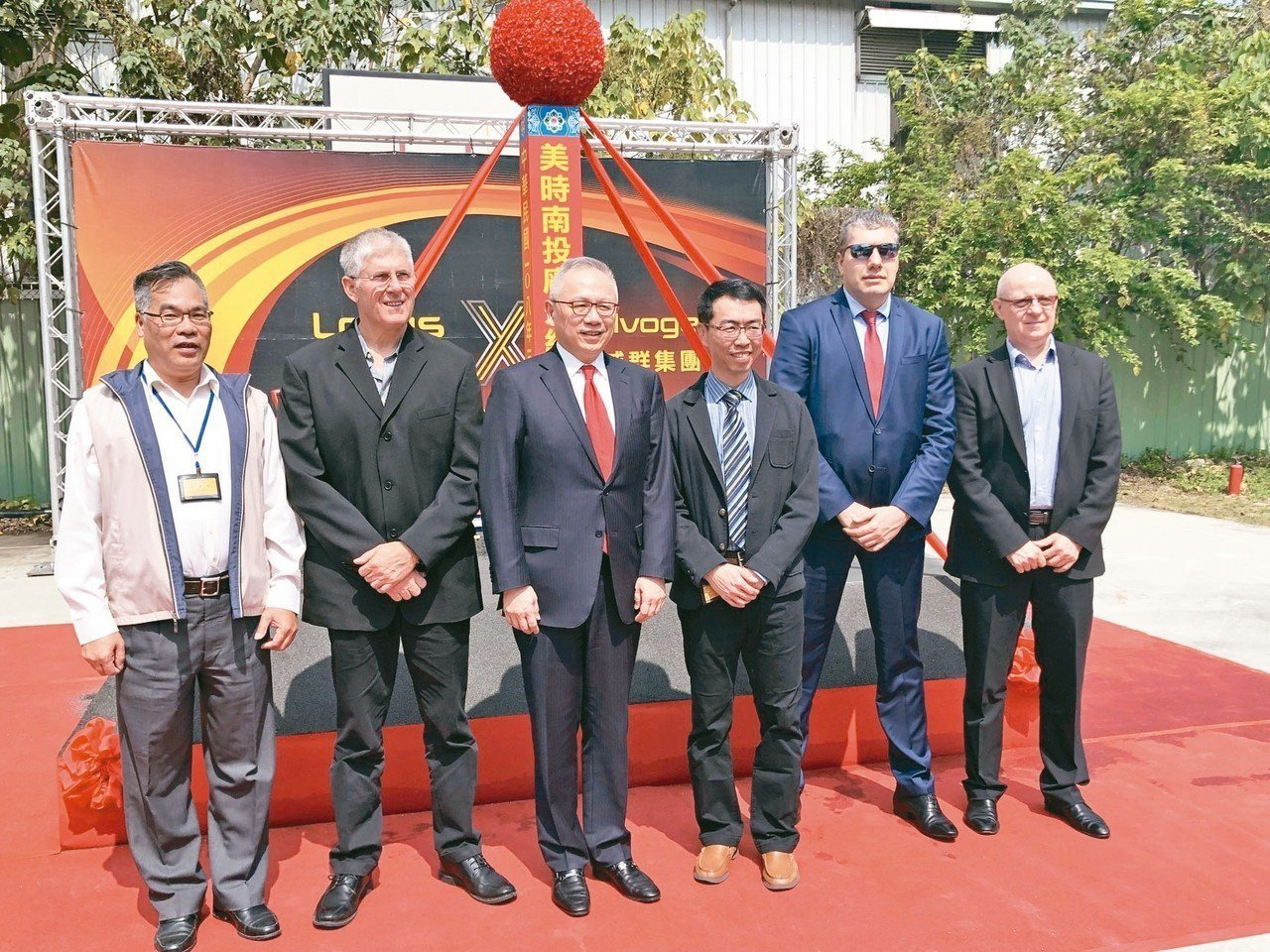 美時副董事長林羣(左三)昨日率經營團隊舉行新廠動土典禮。 記者黃文奇/攝影