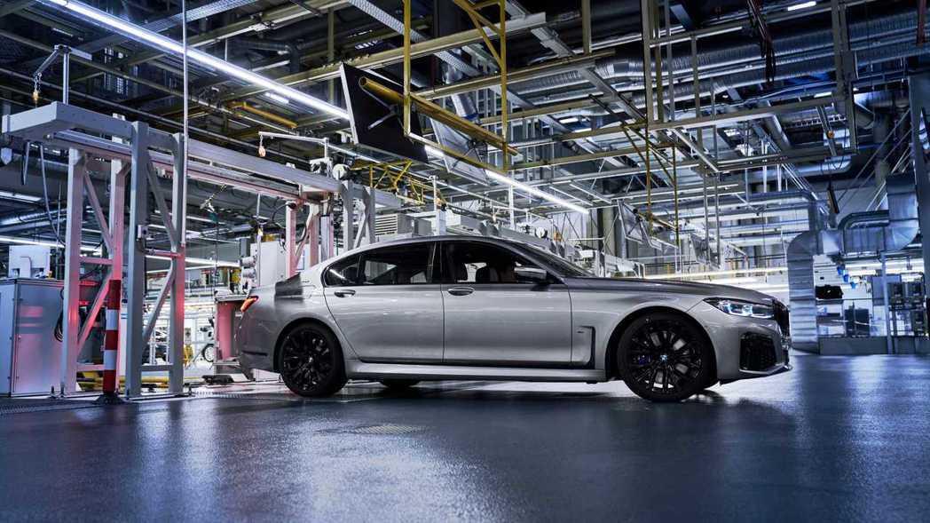 BMW 7 Series LCI仍有標準版與長軸版的車型。 摘自BMW