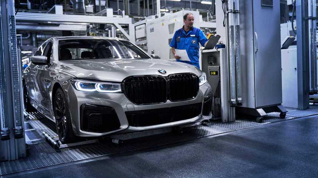 BMW 7 Series所搭載的V8與V12引擎,在下一代車型中可能不再提供。 ...