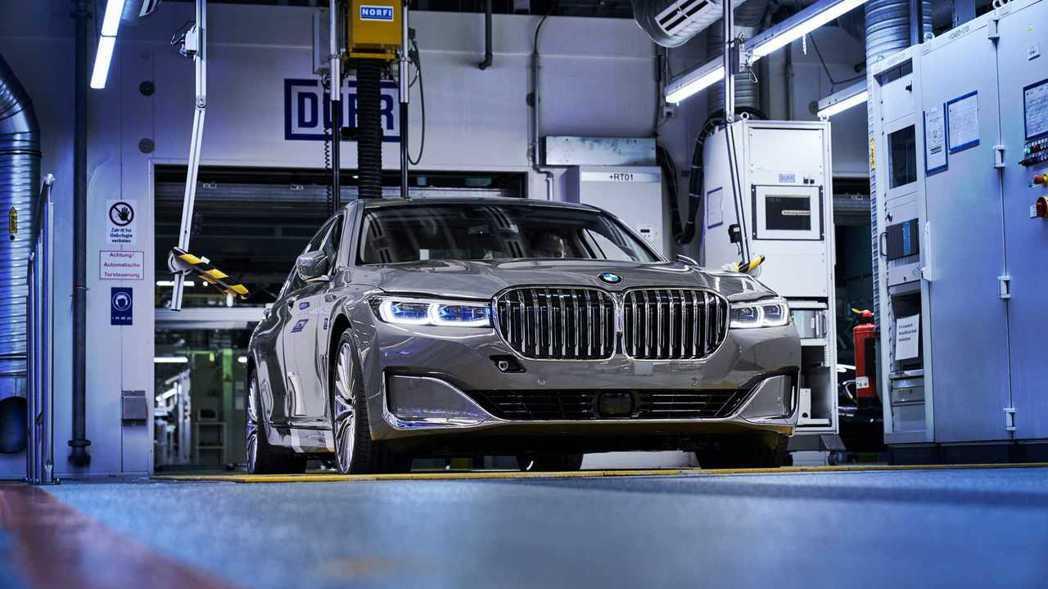 小改款BMW 7 Series。 摘自BMW