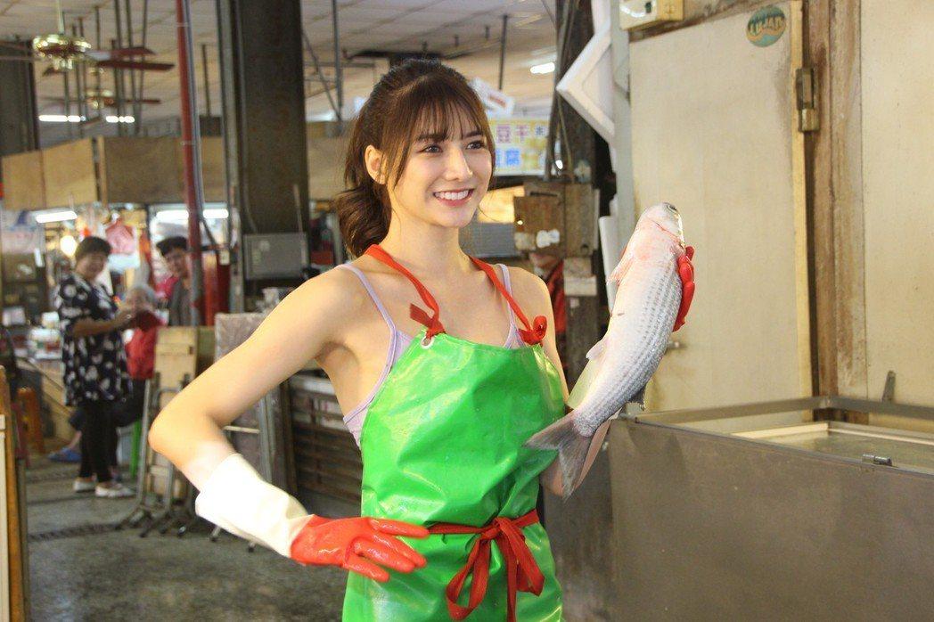 阿澎去年12月在彰化市場賣魚。 圖/聯合報系資料照