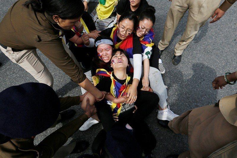 3月10日,西藏抗暴60週年大遊行,攝於印度新德里。 圖/路透社