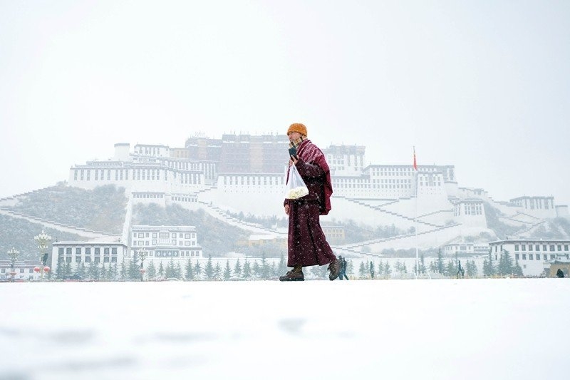 中共對藏族人民的壓制不僅僅只是軍事上的,還包括文化與經濟上的治理。圖為西藏拉薩。 圖/中新社