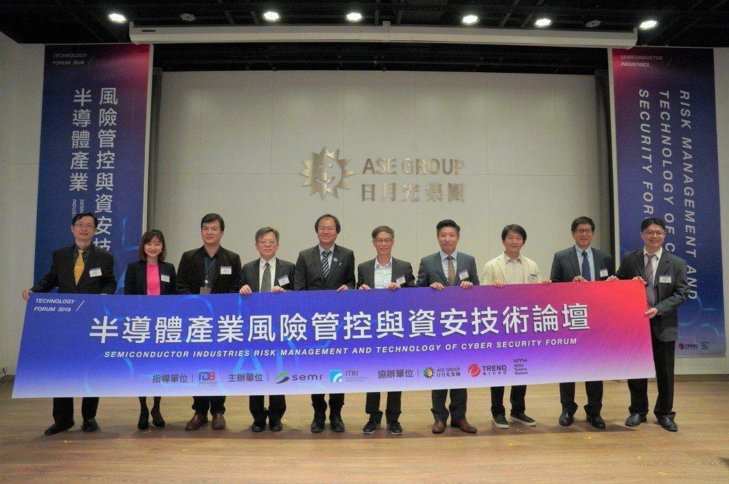 SEMI國際半導體產業協會資深執行顧問張德安(左起),SEMI國際半導體產業協會...