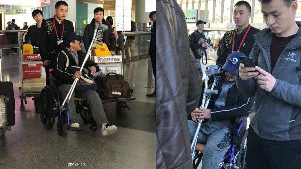 吳京坐輪椅。圖/擷自微博