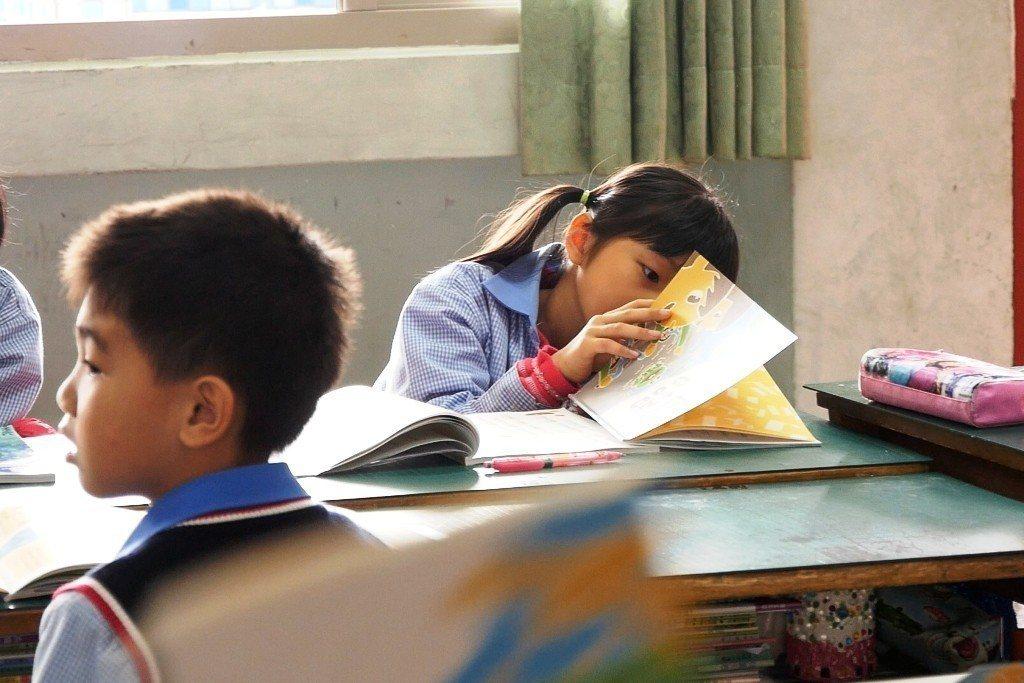全民的知識水平,取決於基礎教育,而基礎教育的底線,就是課本。圖/美感細胞提供