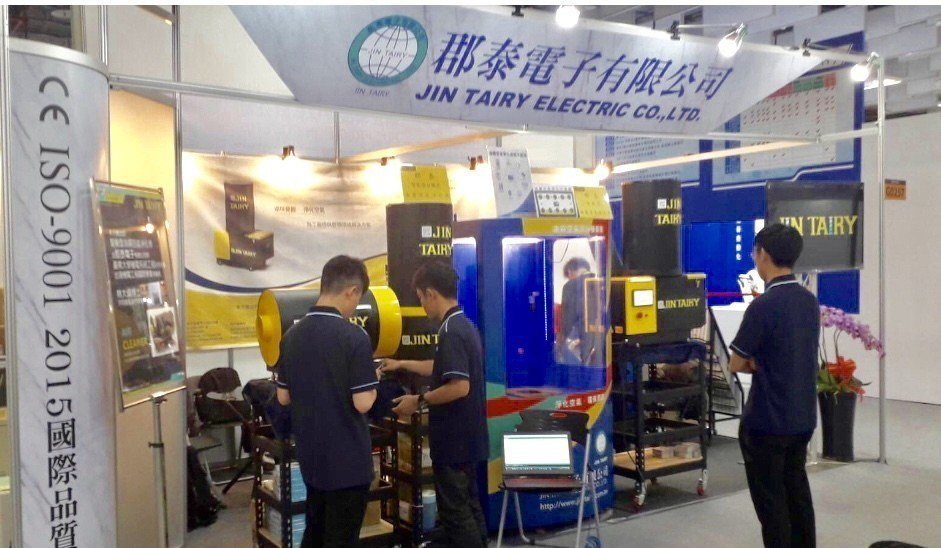 郡泰電子於3月4~9日的2019台北工具機展發表「AI智能高效環保油霧淨化機」。...