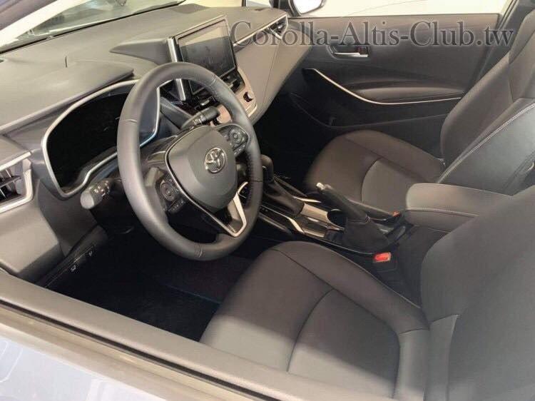 大改款Altis維持傳統手煞車設定。 截自Corolla Altis club ...