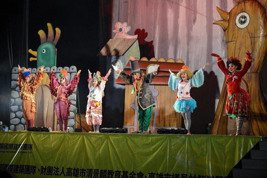 清景麟教育基金會一口氣和紙風車劇團簽了6場的表演。