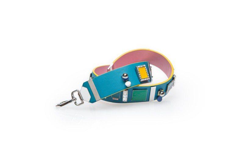 撞色包款背帶,特價6,540元。圖/夏姿提供