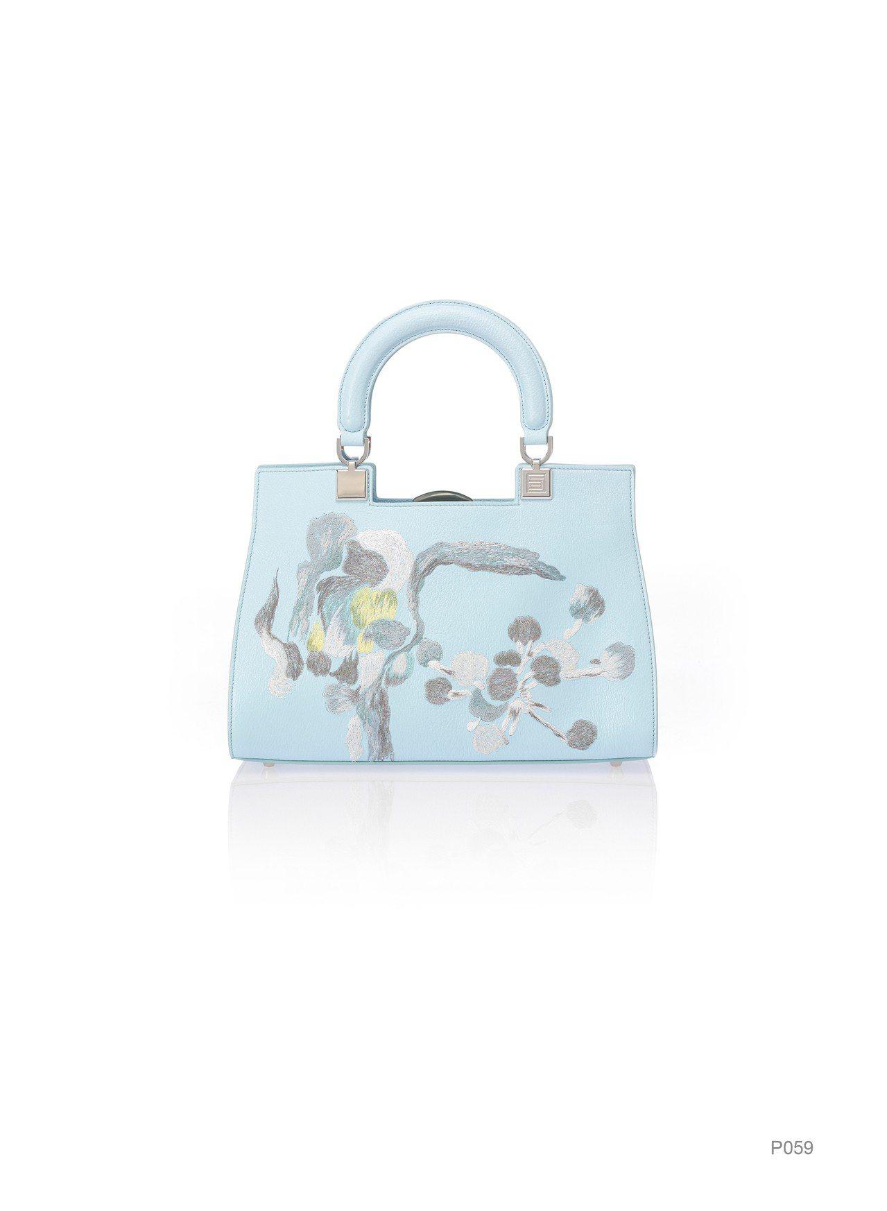 淺藍花卉刺繡提包(大),特價14,760元。圖/夏姿提供