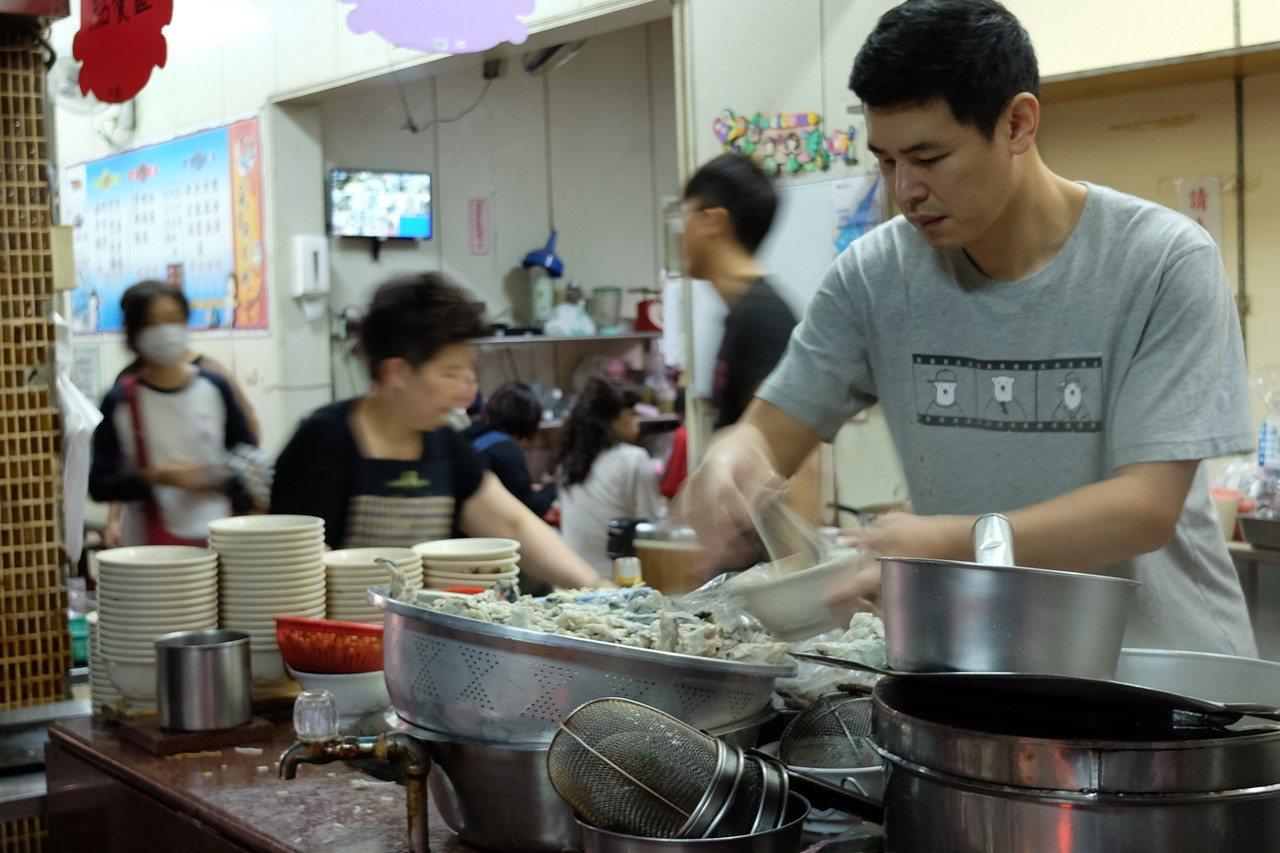 大溝頂虱目魚米粉是許多老高雄人兒時的美味回憶。