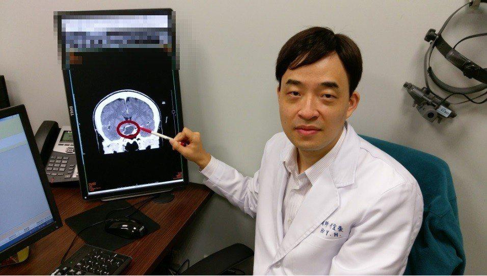 長安醫院眼科主任何宜豪指出,一旦眼睛有出現視力模糊,或甚至視野有缺角看不到,務必...