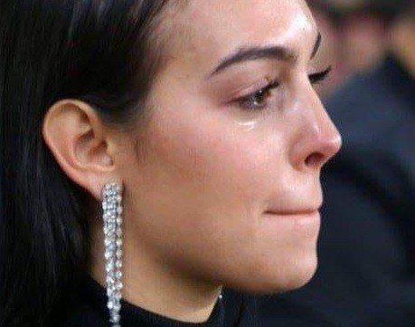 喬治娜羅德里格斯為C羅的進球喜極而泣。圖/摘自Youtube